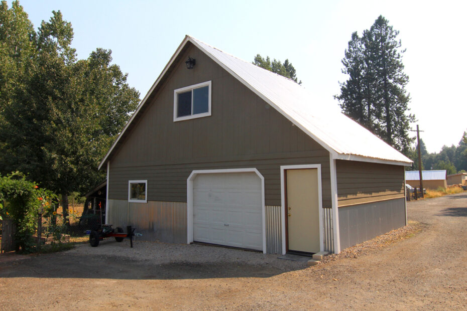 812 Hennessy Way, McCloud, CA 96057